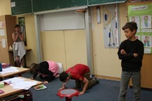 Vierte Klassen im Märchenwald